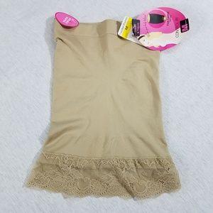 Nwt Maidenform Half Slip firm control shapewear M